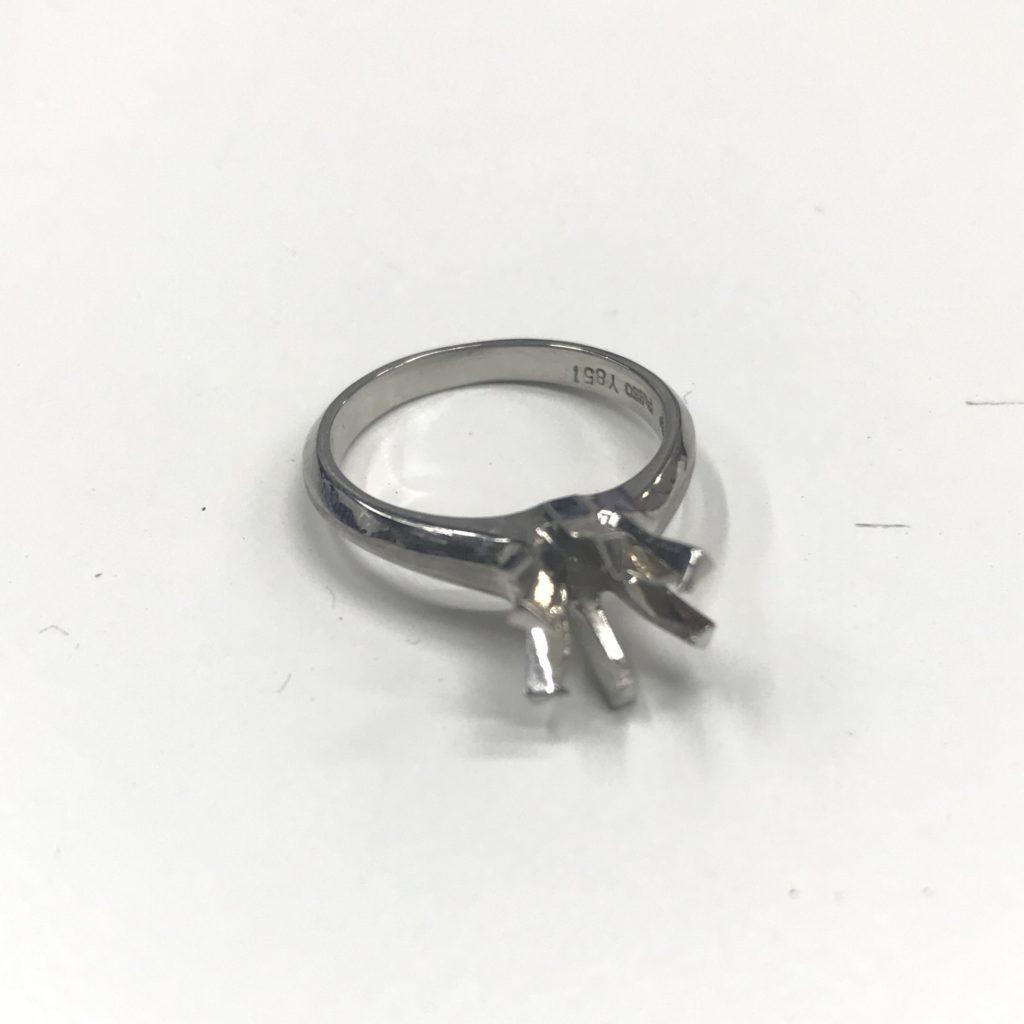 プラチナと金の指輪はどちらが高い?「札幌の宝石(ジュエリー)買取専門店」